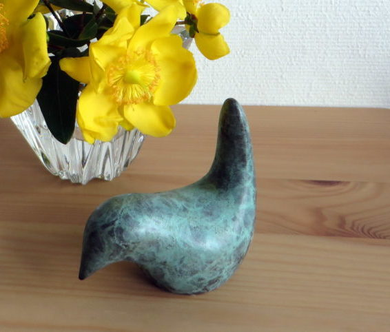 wren feeding, wren, garden bird, little luxury, bronze gift